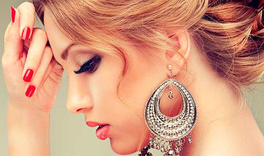 Ухоженные, здоровые волосы и ногти от салона красоты «Эпатаж» со скидкой 50%!
