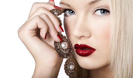 Идеальные брови и ресницы, маникюр и педикюр для прекрасных дам со скидкой до 60%!